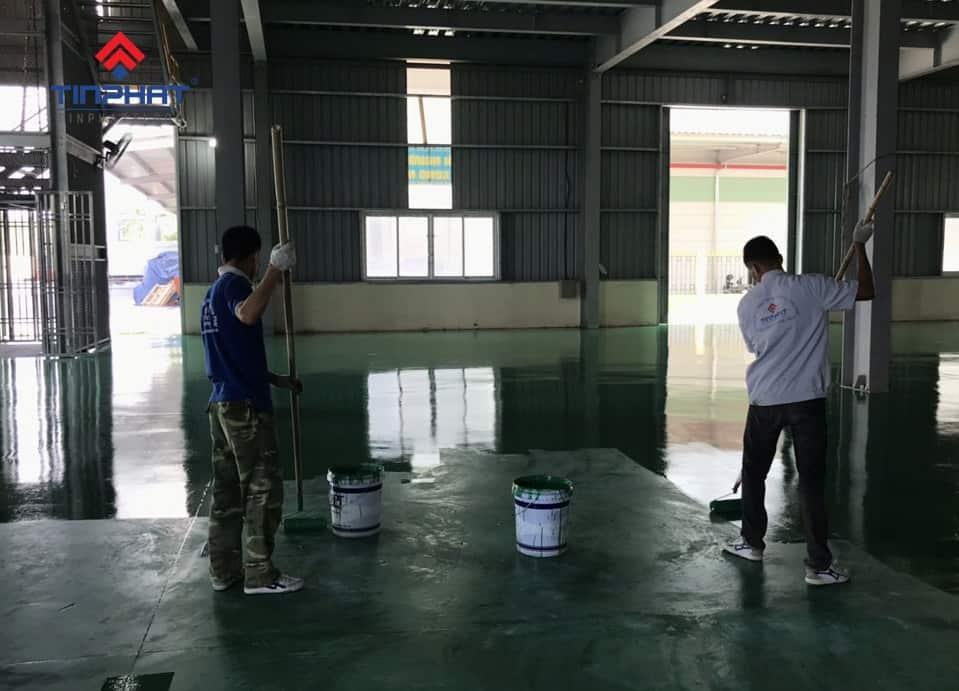 Sơn Epoxy Tín Phát Sơn-lăn-lớp-phủ-màu